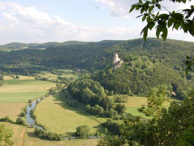 Wiesenttal unterhalb der Burgruine Neideck