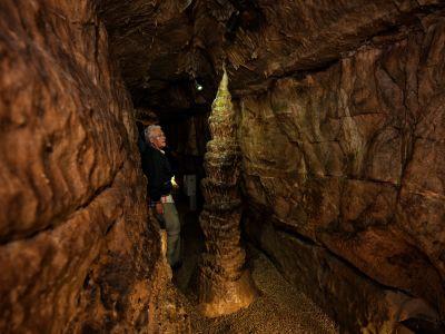 Besucher in der Binghöhle